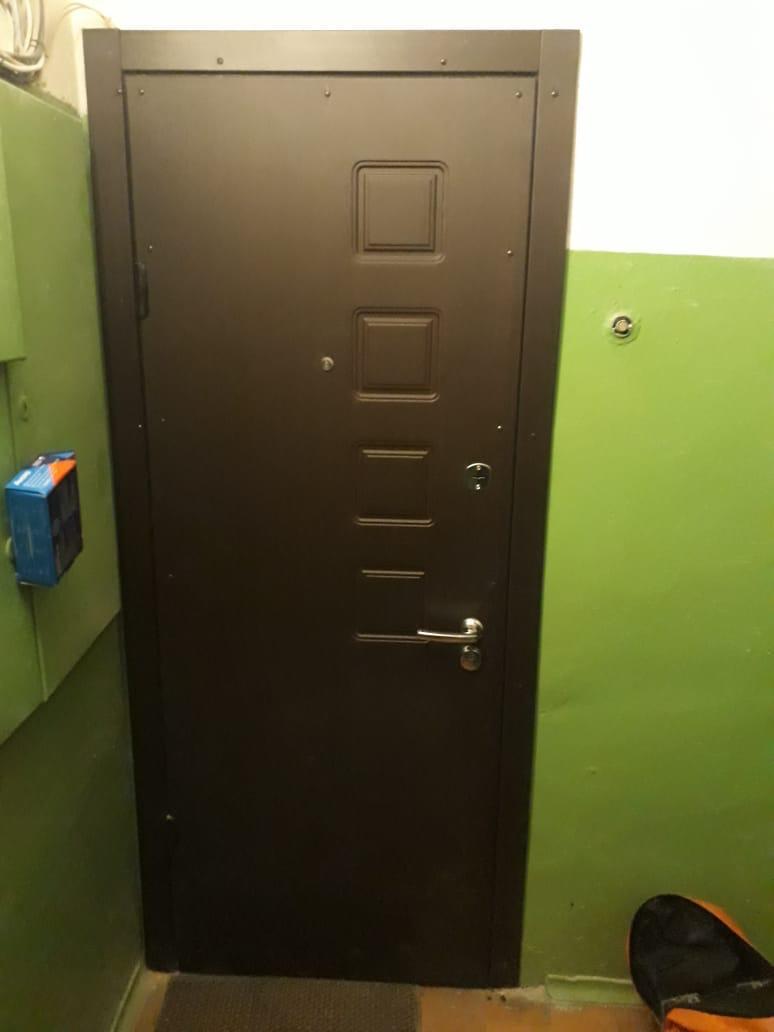 ремонт двери, установлена новые замки, - верх Эльбор, - низ Abus с дверной ручкой